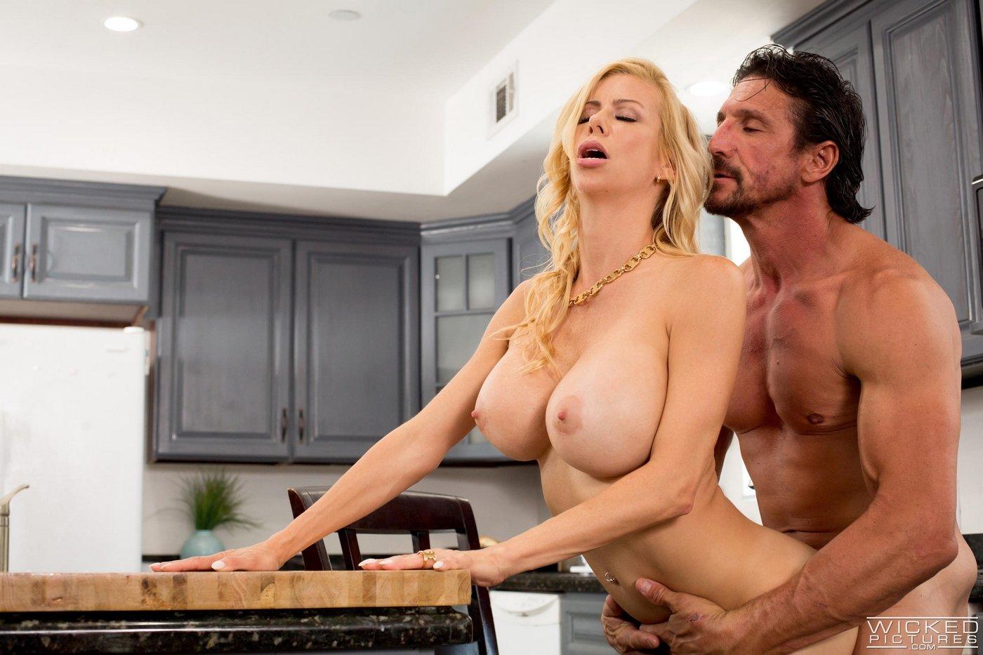 Сисястая домработница порно, Домохозяйки порно видео, секс с уборщицей 1 фотография