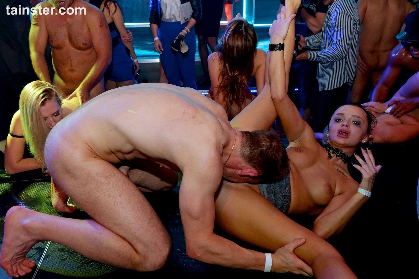 seks-sorevnovanie-chya-glubzhe-banan-v-zhope-porno-onlayn