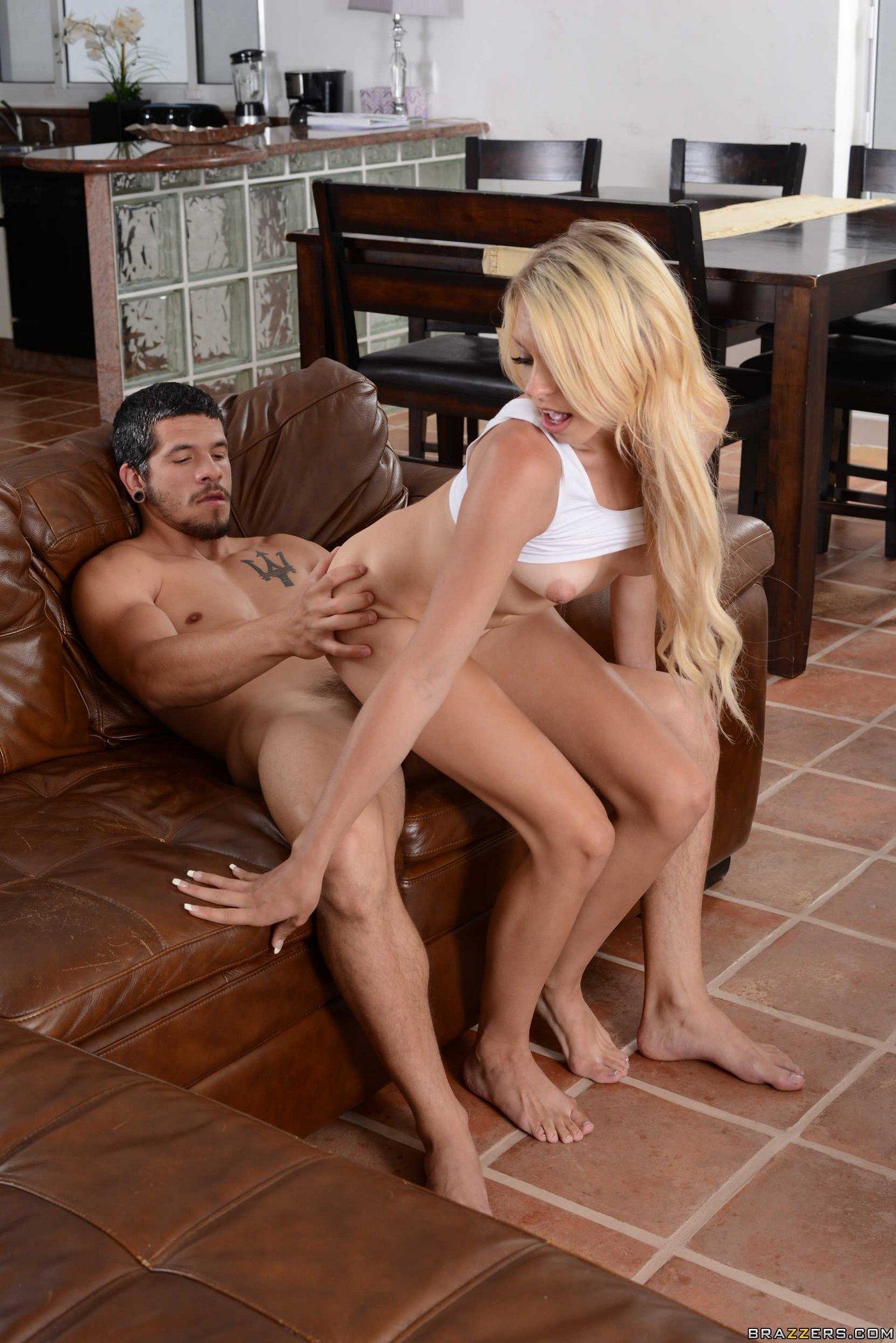 Порно молодая блондинка изменила мужу