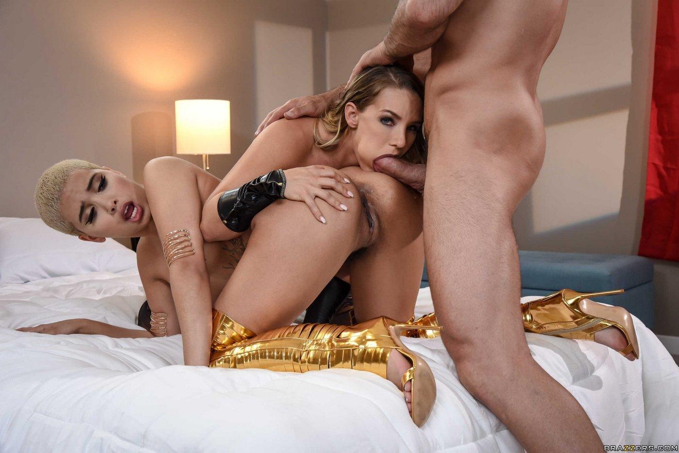 Две проститутки и клиент фото