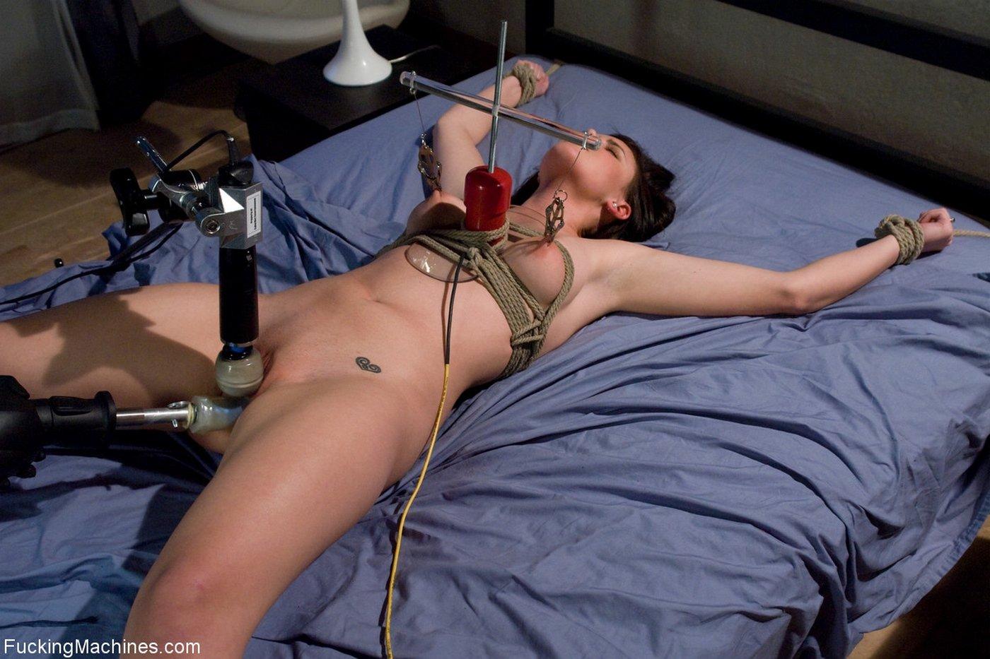 порно привязанная к секс машиной часть