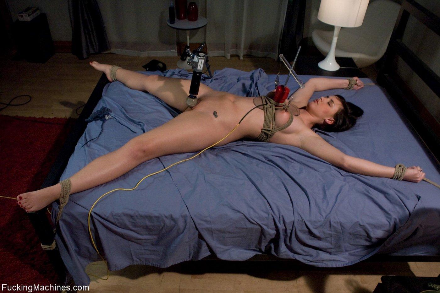 Секс машины привязанная, русское порно в столовой онлайн