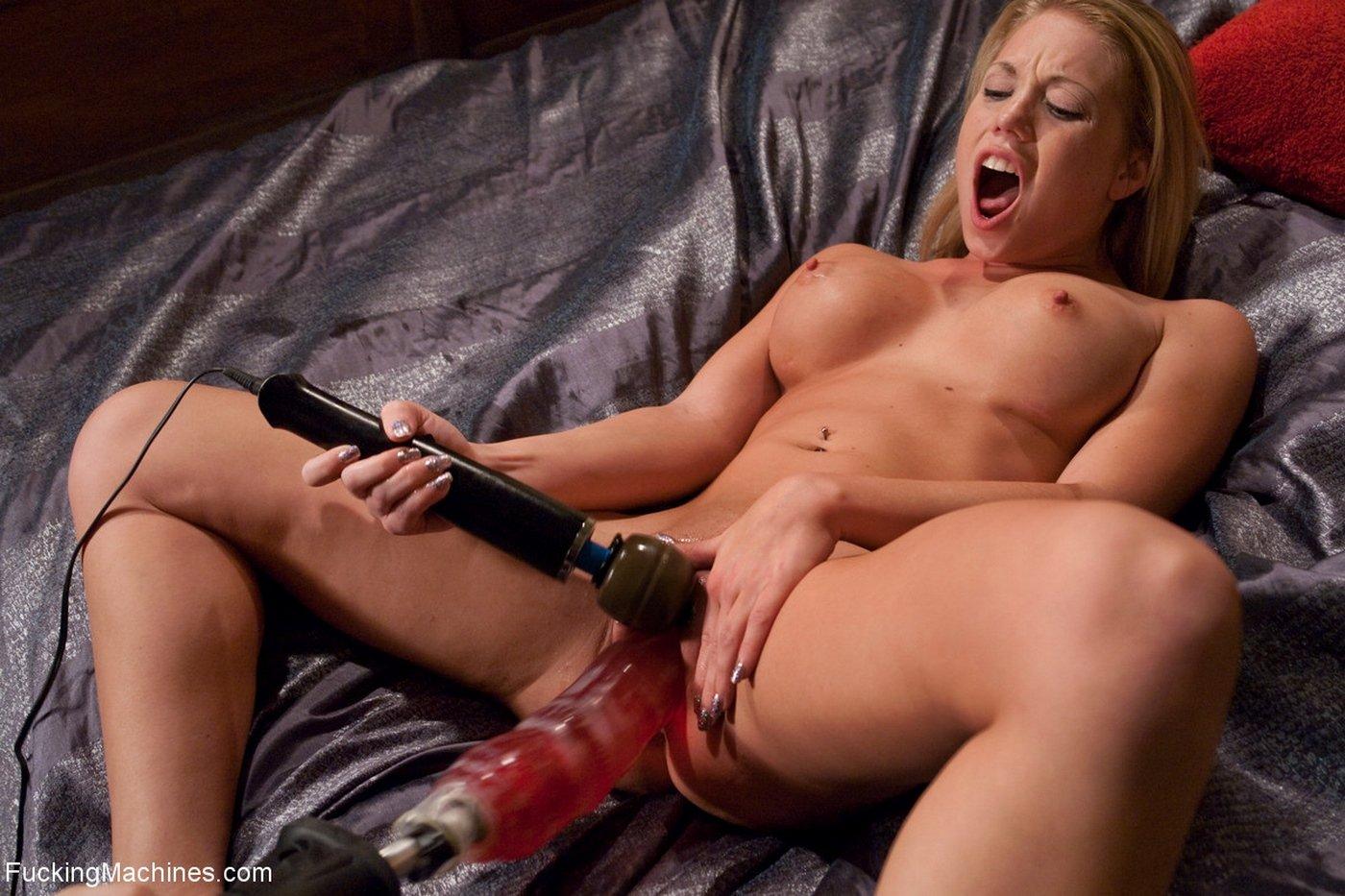 Порно секс машина доводит девушку до оргазма — pic 12