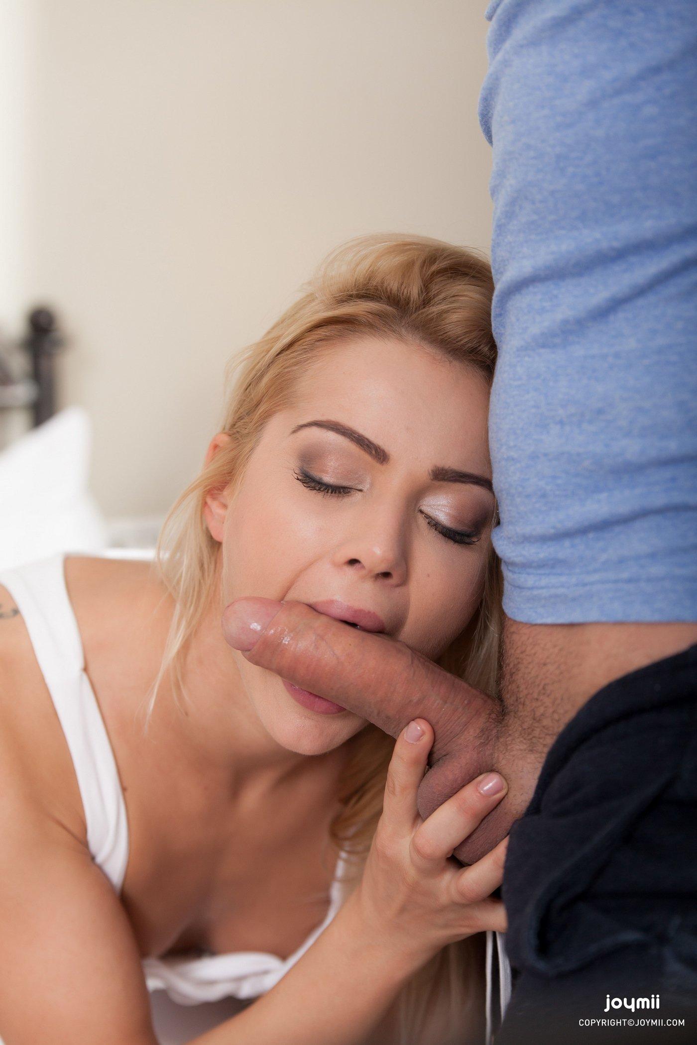 Девица Ласкает Клитор Во Время Секса