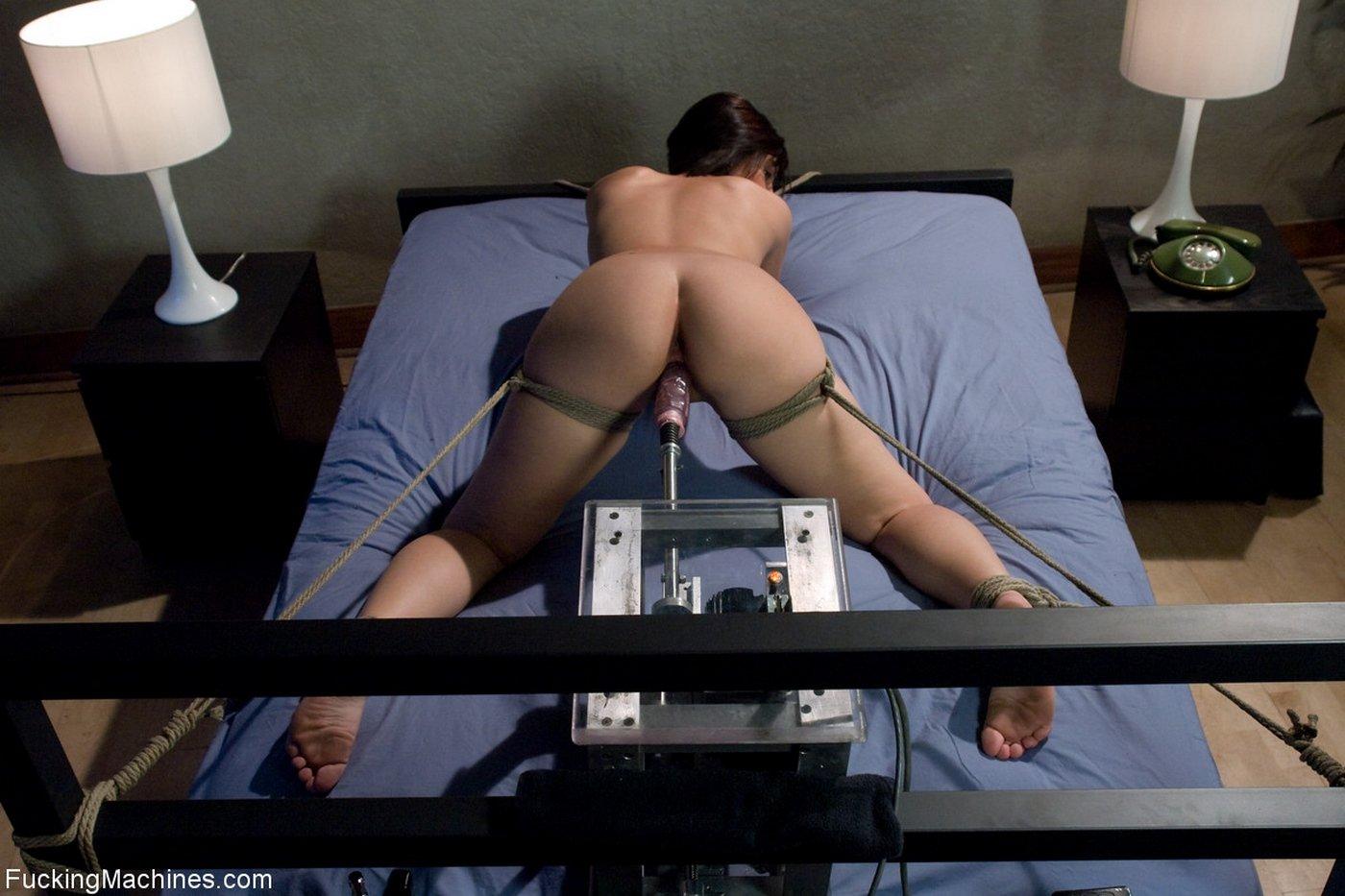 если хоть привязали к кровати и секс машина порно как