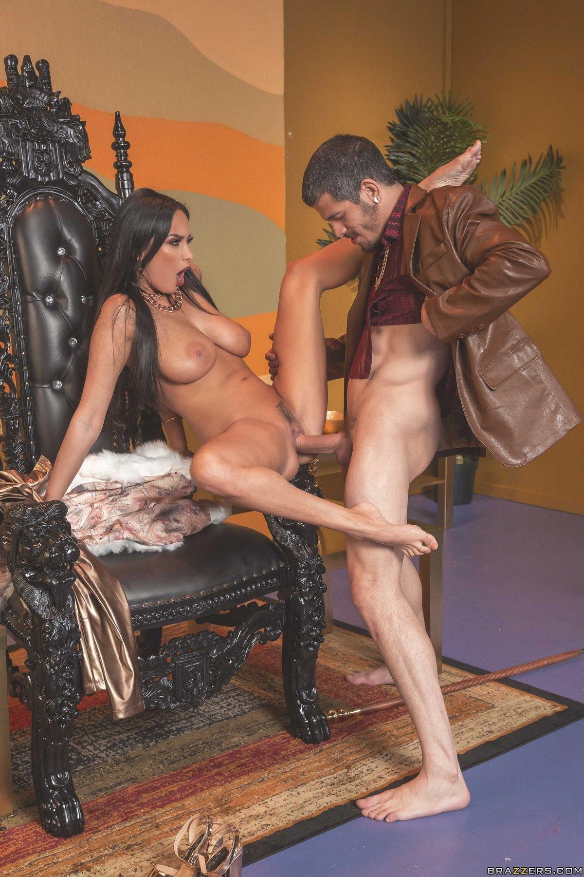 Lesson of passion seducing the throne