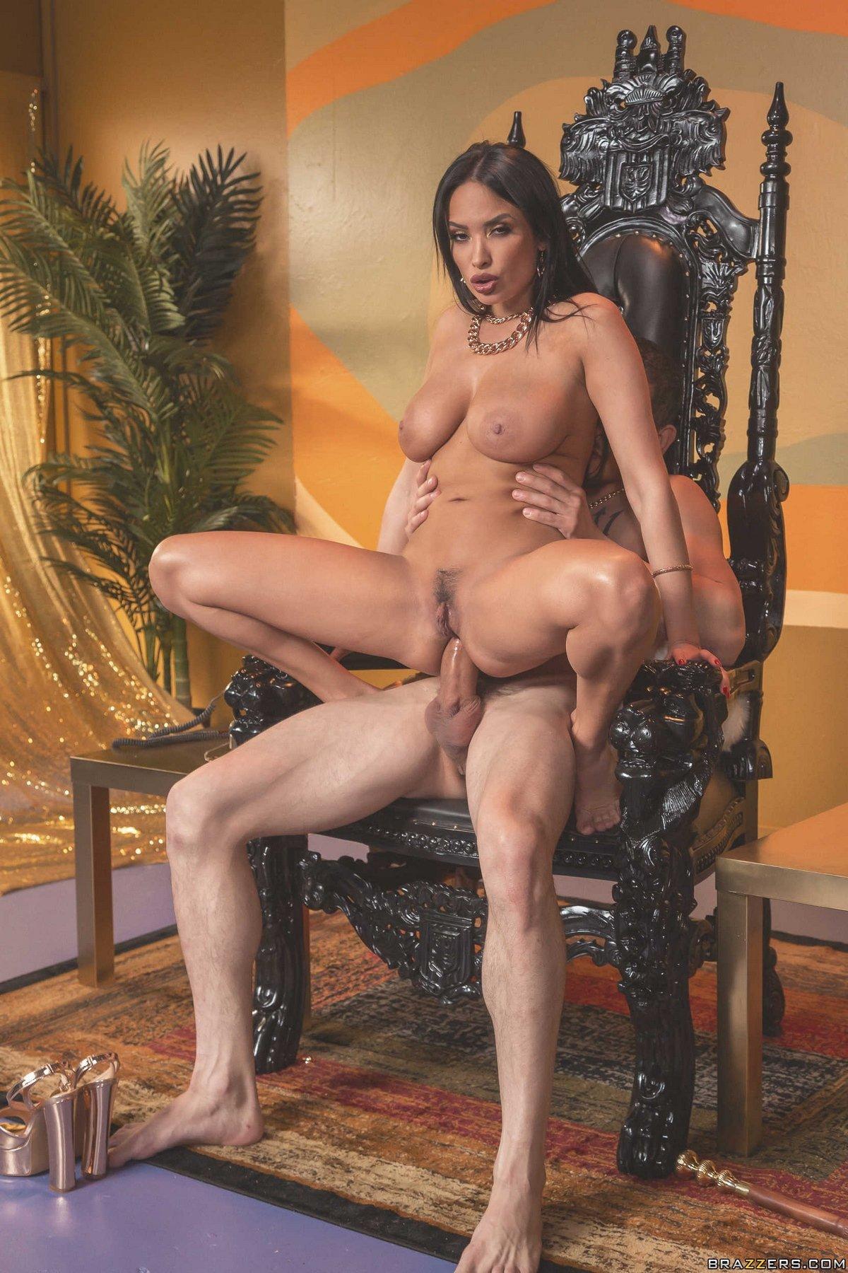 поняла тогда, ххх секс госпожа на троне неожиданности, она даже